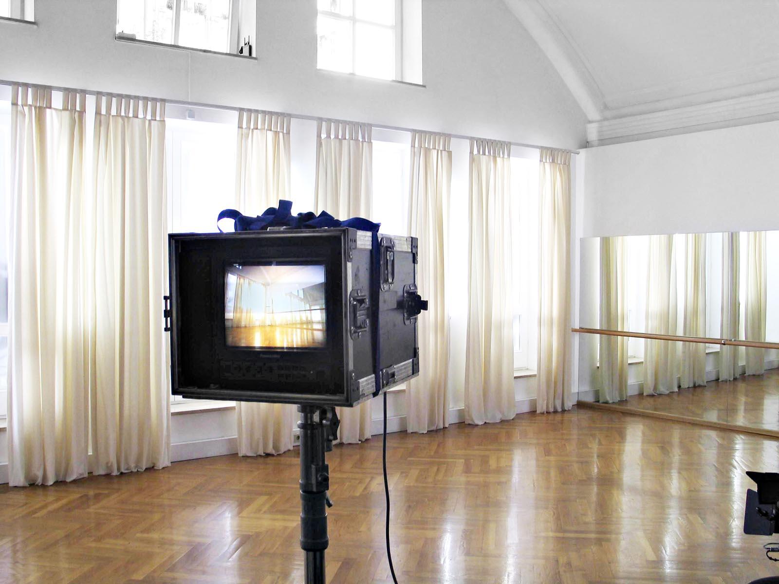 filmlocation  isartalstudio |   sehr ruhig, o-ton-tauglich, 63 ampere strom, einfach licht vors fenster stellen ideal für filmproduktionen |  pdf download