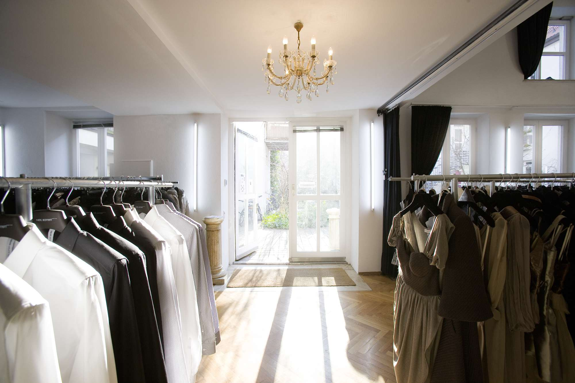 isartalstudio showroom |  toller raum. tolles licht, viel platz, das ideale ambiente für showrooms |  pdf download